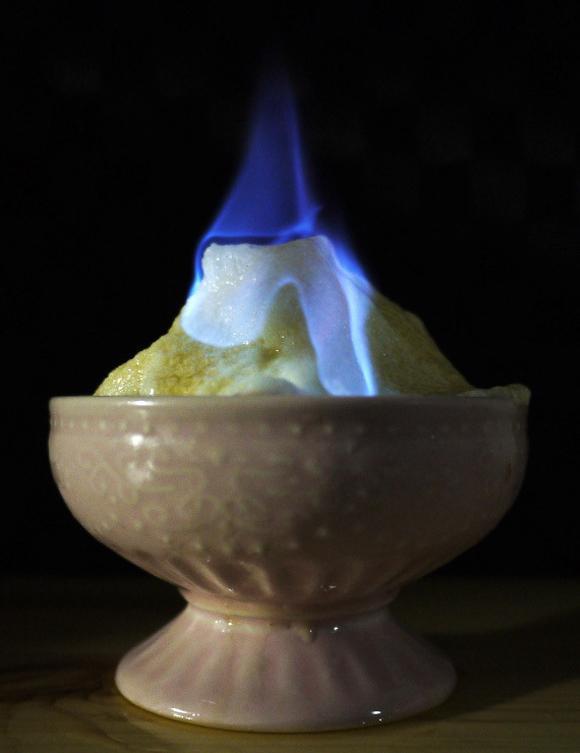 Bí mật món kem lửa trên băng nổi tiếng ở Nhật Bản