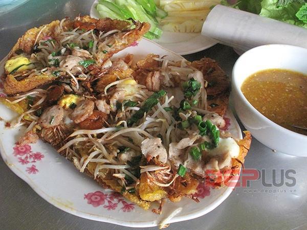 Thưởng thức món ăn Huế ở phố Nguyễn Phong Sắc 8