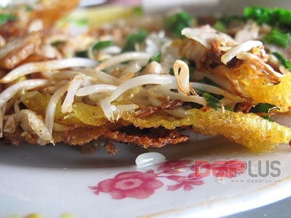 Thưởng thức món ăn Huế ở phố Nguyễn Phong Sắc 9