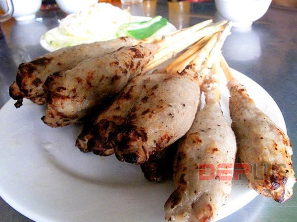 Thưởng thức món ăn Huế ở phố Nguyễn Phong Sắc 3