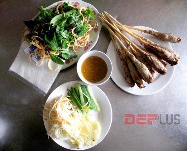 Thưởng thức món ăn Huế ở phố Nguyễn Phong Sắc 4
