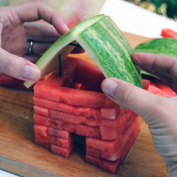 Tỉa dưa hấu thành mô hình nông trại vui vẻ 5